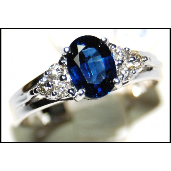 18k White Gold Solitaire Unique Diamond Blue Sapphire Ring